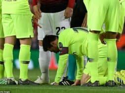 12113434-6908457-Messi_is_left_hunched_over_in_the_centre_of_the_pitch_while_team-a-29_1554926789329