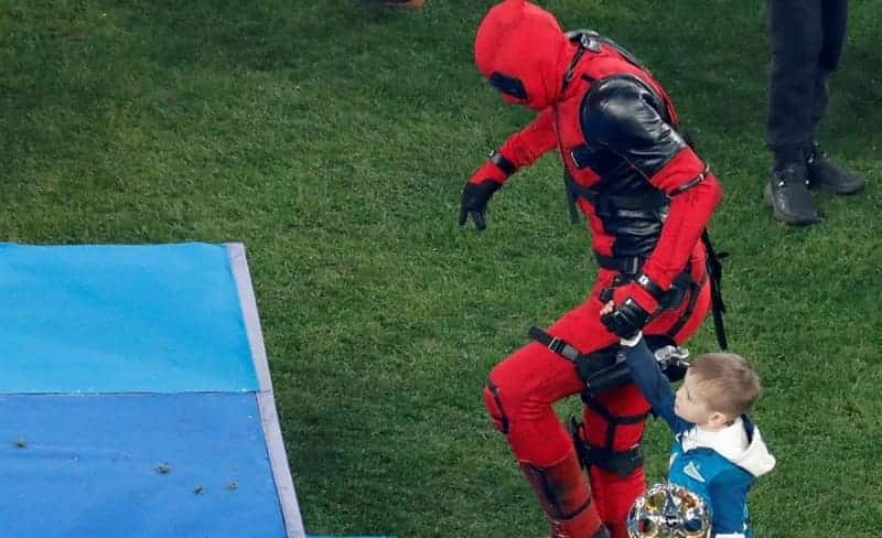 สุดเท่ ดาวเตะรัสเซียใส่ชุด Deadpool ขึ้นรับเหรียญแชมป์ – ข่าวฟุตบอล